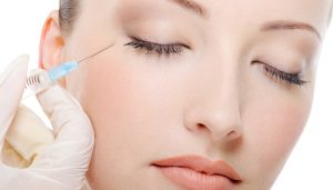 Augmentation des zones déprimées du visage par l'acide polylactique